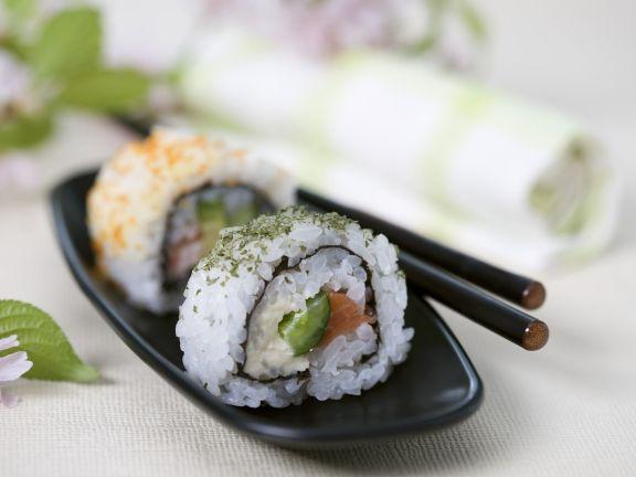 Lachs-Sushi mit Spargel und Nori-Algen