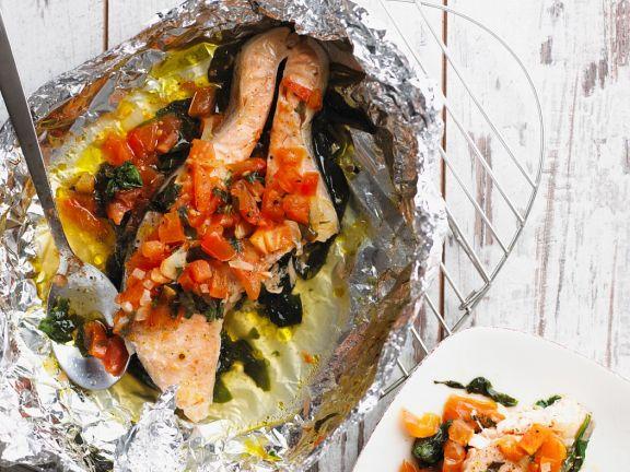 Lachsfilet aus der Folie mit Gemüse