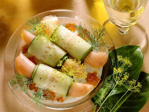 Lachsröllchen mit Gurke und Kaviar
