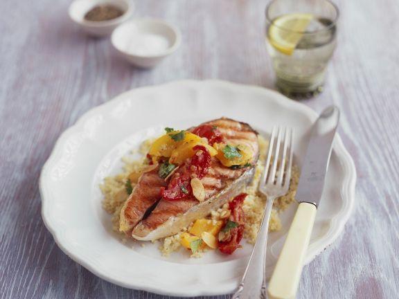 Lachssteak mit Paprika und zitronigem Couscous
