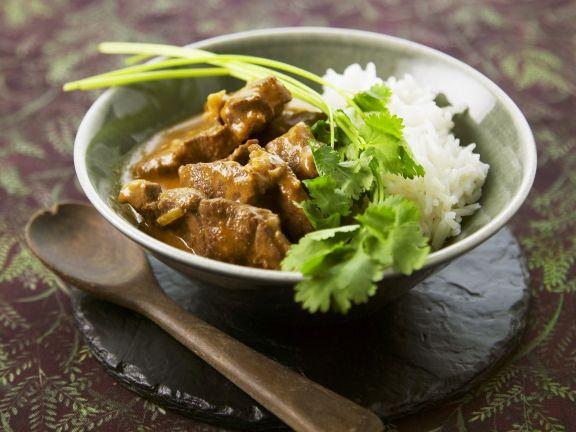 Lamm auf Tandoori-Art mit Reis und Koriander