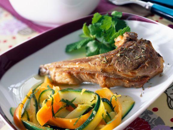 Lamm und Zucchini-Möhrengemüse