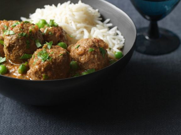 Lammbällchen in Currysauce mit Reis