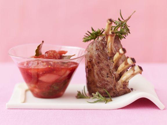 Lammchops mit Chutney aus Erdbeeren und Rhabarber