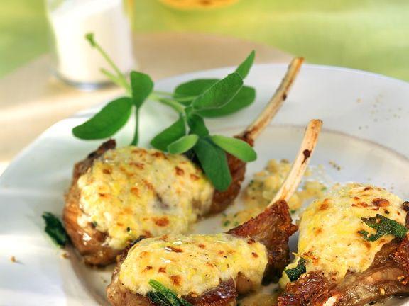 Lammchops mit Käse gratiniert