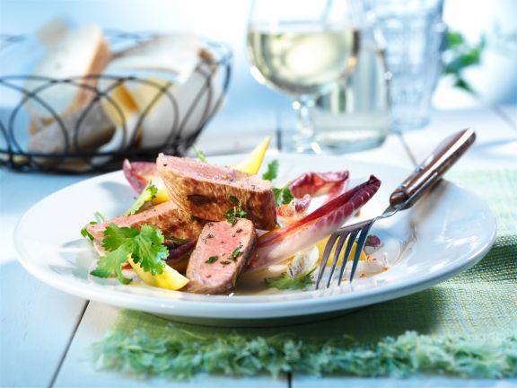 Lammfilet auf Chicorée-Nektarinen-Salat