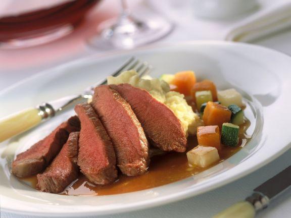 Lammfilet mit Kartoffelbrei und Gemüse
