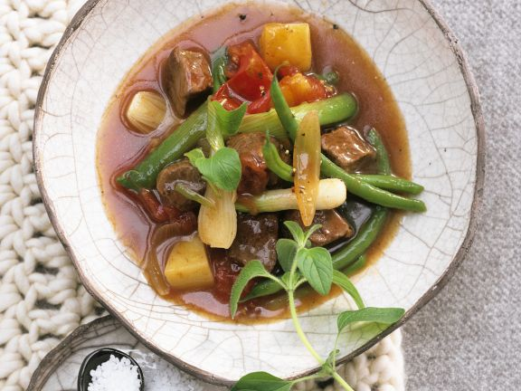 Lammfleischragout mit Lauchzwiebeln und grünen Bohnen