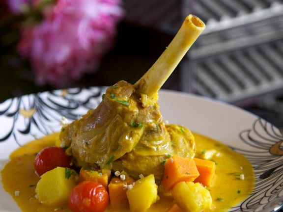 Lammhaxe mit Gemüse
