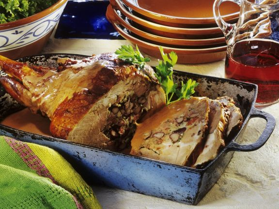 Lammkeule mit Bohnen und Eiern gefüllt