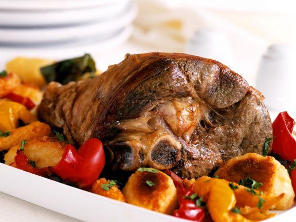 Lammkeule mit Paprika und Kartoffelplänzchen