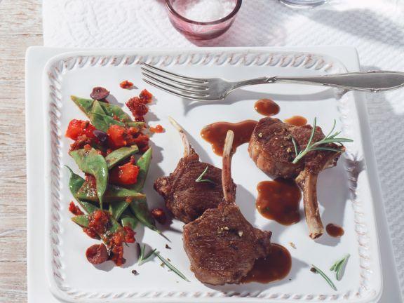 Lammkoteletts mit mediterranem Bohnengemüse