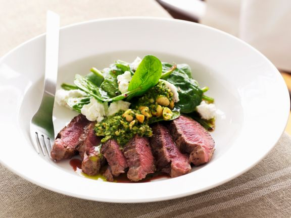 Lammrücken mit Spinat-Feta-Salat