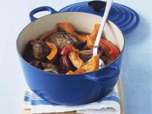 Lammtopf mit Kürbis, Paprika und Zwiebeln