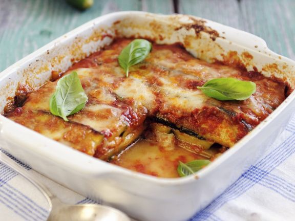 lasagne aus zucchini mozzarella tomaten und basilikum rezept eat smarter. Black Bedroom Furniture Sets. Home Design Ideas
