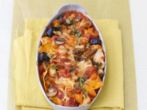 Lasagne mit Hähnchen, Provolone-Käse und Oliven