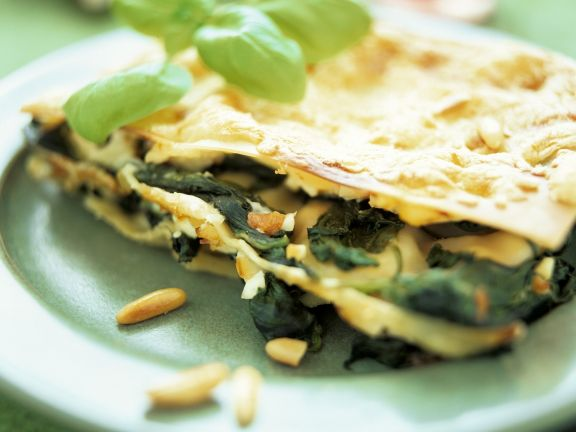 Lasagne mit Spinat und Pinienkernen