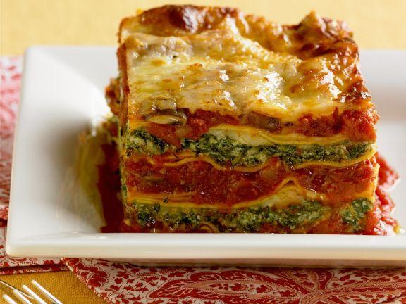 Gemüselasagne mit Spinat und Tomaten