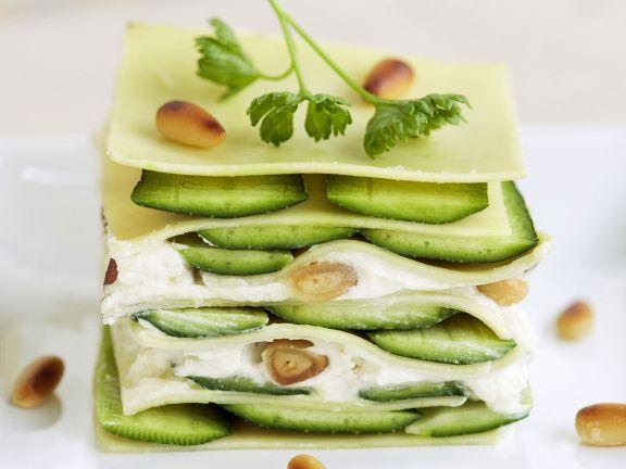 Lasagne mit Zucchini, Frischkäse und Pinienkernen