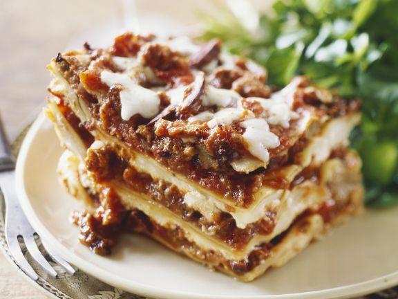 Lasagne und grüner Salat