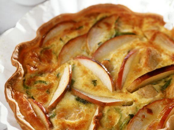 Lauchquiche mit Hähnchen, Apfel und Cheddar