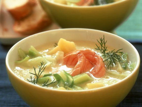 Lauchsuppe mit Kartoffel und Lachsfilet