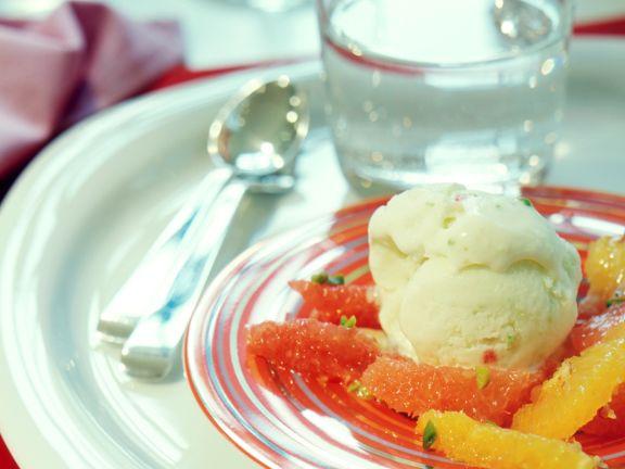Limetten-Eis mit Zitrussalat