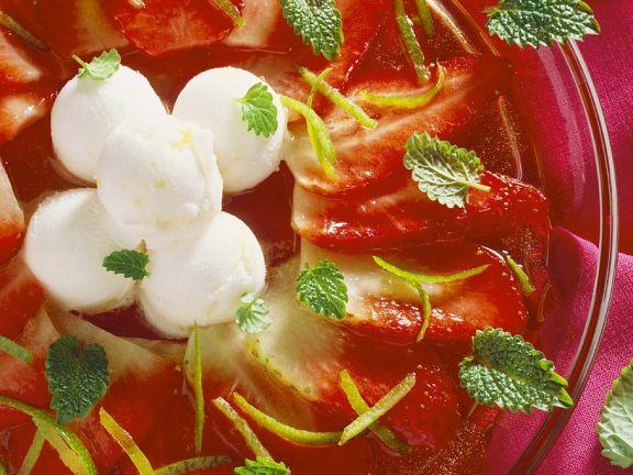 Limettensorbet mit Erdbeeren