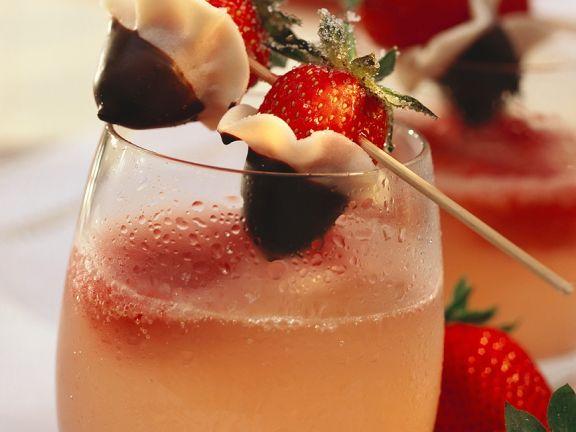 Limonade mit Erdbeer-Spieß