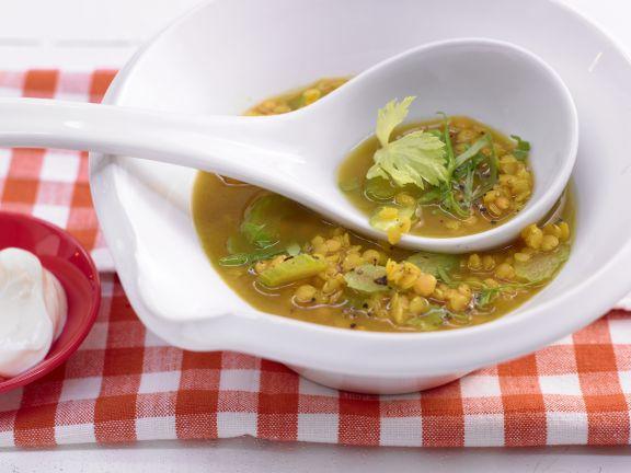 Linsen-Curry-Suppe mit Schafskäse