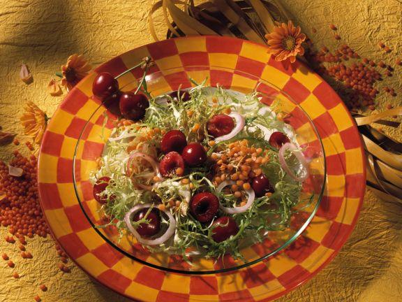 Linsen-Friséesalat mit Kirschen