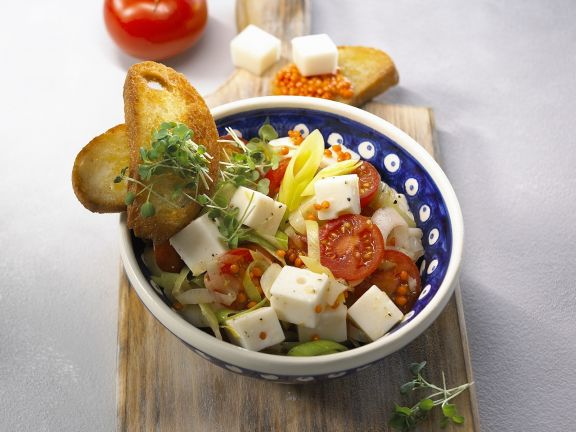 Linsen-Gemüse-Salat mit Kresse und Ziegenkäse