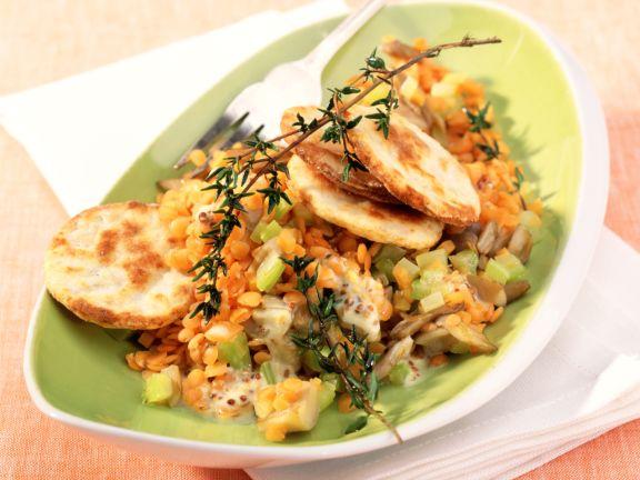 Linsen-Pilz-Salat mit Parmesanplätzchen