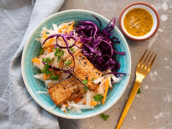 Low-Carb-Bowl mit mariniertem Tofu