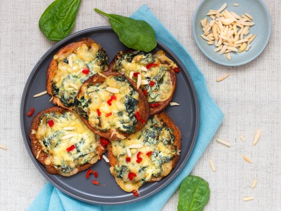 Low-Carb-Pancakes mit Spinat und Käse