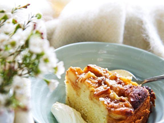 Luftiger Sauerrahm-Apfelkuchen