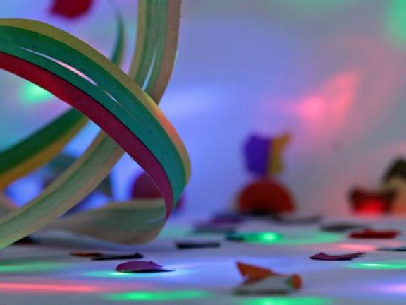 Party-Dekoration Luftschlange und Konfetti
