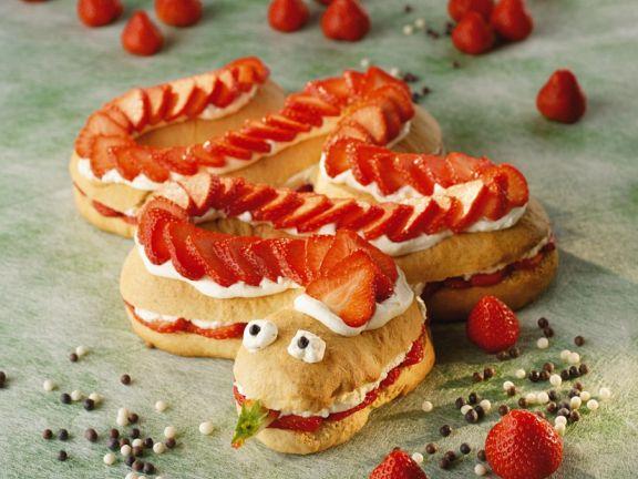 lustiger schlangenkuchen mit erdbeeren rezept eat smarter. Black Bedroom Furniture Sets. Home Design Ideas