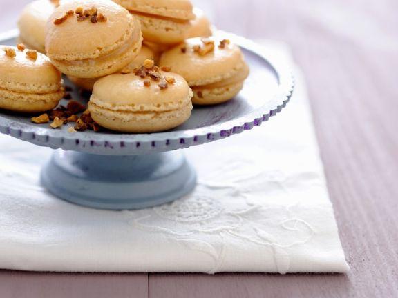 Macarons mit Konfitüre gefüllt