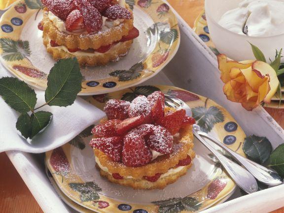 Macarponetörtchen mit frischen Erdbeeren