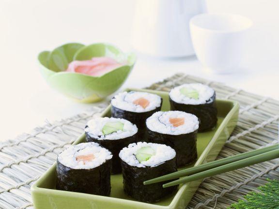 Maki mit verschiedenen Zutaten