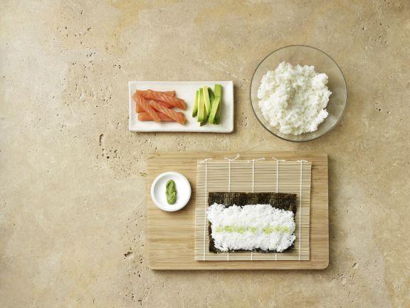 Maki-Sushi mit Lachs