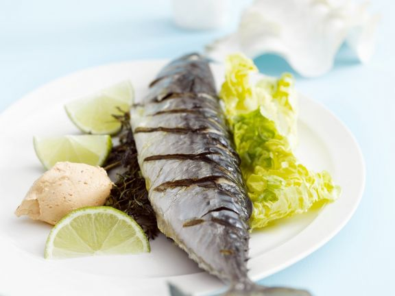 Makrele gefüllt mit Limetten und Kräutern