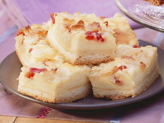 Mandel-Käse-Kuchen mit Kirschen