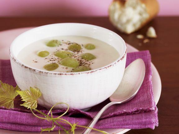 Mandel-Weintrauben-Suppe