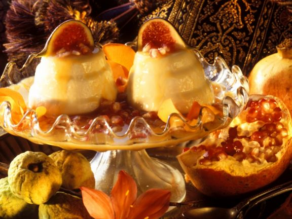 Mandelflan mit Granatapfelsoße