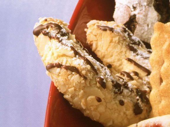 Mandelkipferl mit Schokolade