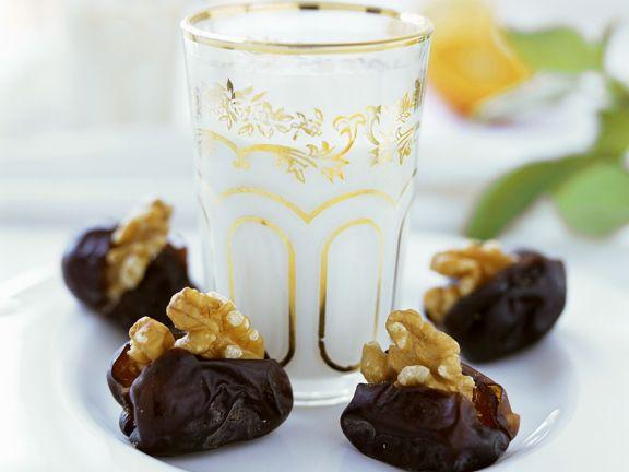 Mandelmilch mit Datteln