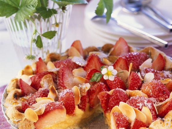 Mandeltarte mit Erdbeeren
