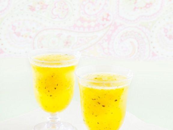 Mangococktail mit Minze ohne Alkohol